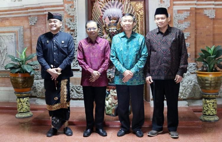 Bersama-Membangun-Bali-Gubernur-Koster-DPD-RI-Komit-Intens-Komunikasi.html
