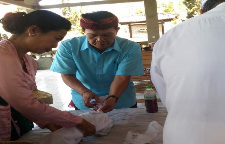 Bersama-RSUP-Sanglah-Dinsos-Bali-Kremasi-14-Mayat-Terlantar.html