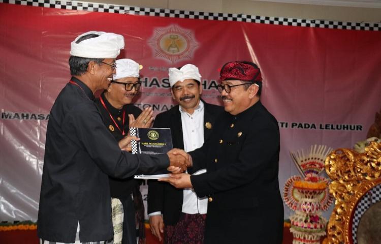 Buka-Mahasabha-II-Wagub-Cok-Ace-Ajak-Pasemetonan-Dukuh-Bali-Sukseskan-Program-Pemprov-Bali.html