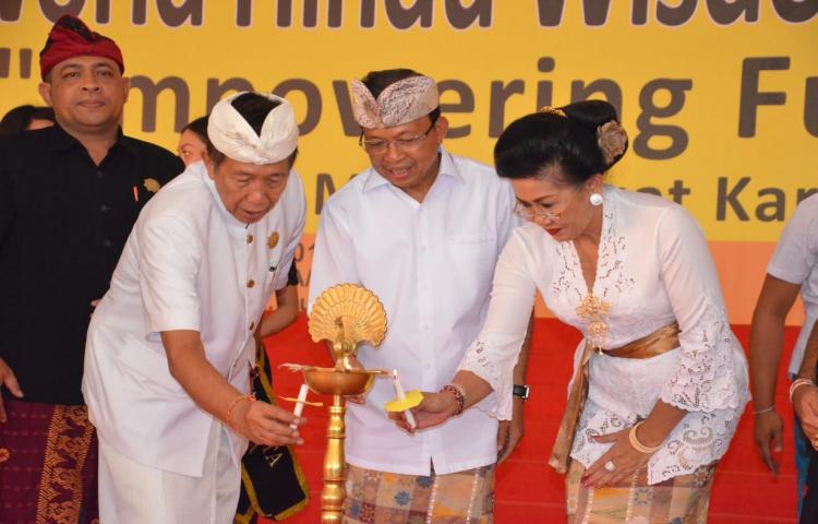Gubernur Koster: Generasi Muda Hindu Bali Harus Bernafaskan Kearifan Lokal