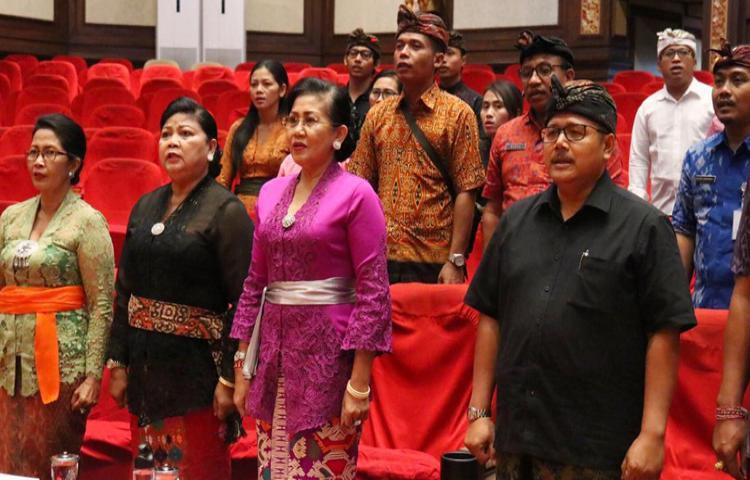 Ny Putri Koster Khawatir Kain Tenun Songket Bali Mulai Ditinggalkan Masyarakat