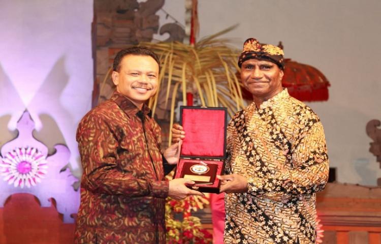 Terima-Kunjungan-Atase-Pertahanan-Sekda-Dewa-Indra-Berharap-Hubungan-Indonesia-dengan-Negara-Sahabat-Semakin-Erat.html