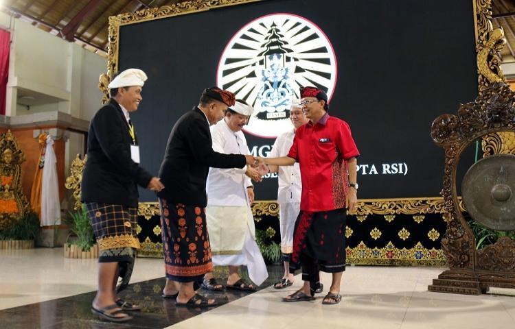 Governor-Koster-to-invite-lsquoPasekrsquo-member-to-realize-Balirsquos-vission-Sat-Kerthi-Loka-Bali.html